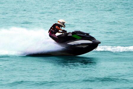 moto acuatica: Hombre en alta velocidad Jet Ski Foto de archivo