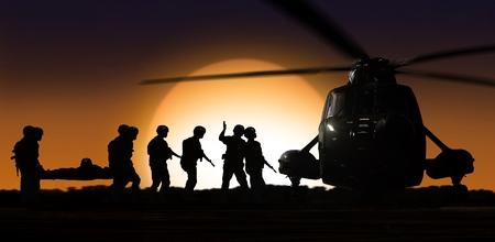 soldado: helic�ptero de rescate con los soldados en terreno durante la puesta del sol