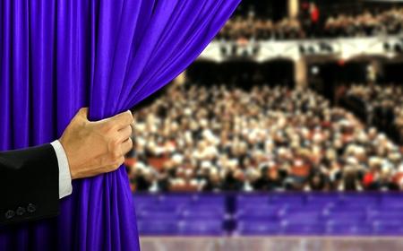 opening Hand podium gordijn en audiance