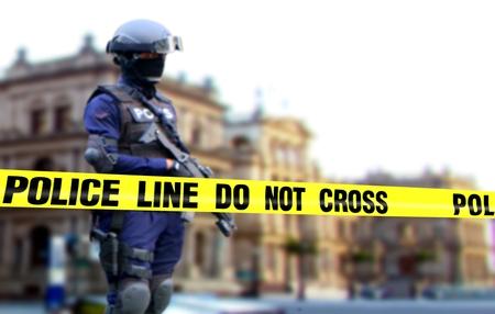 待機位置上義務に立っている警察官