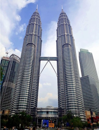 KUALA LUMPUR, MALAYSIA - JANUARY 14, 2017: Petronas Twin Towers at KLCC City Center. The most popular tourist destination in Malaysian capital 報道画像