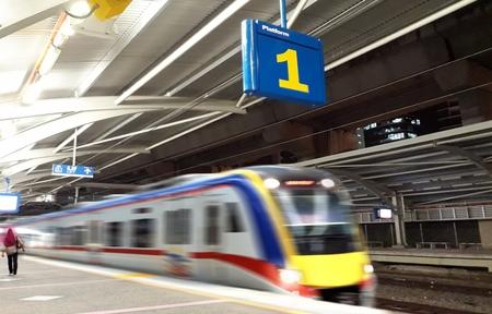 鉄道駅プラットフォームの数一つ残して 写真素材