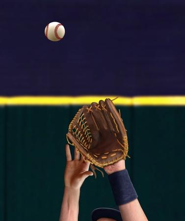 外野手野球をキャッチ 写真素材