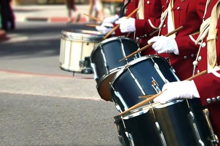 ブラスバンドを近くでプレーヤーをドラムします。