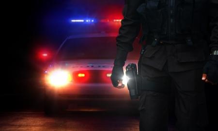 警官やパトカーのサイレン ライトが付いて