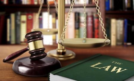 規模と法の正義の概念の本で小槌