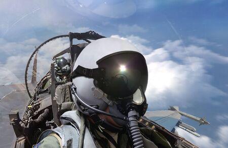 Vista de la cabina de pilotos de combate en vuelo de rutina
