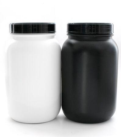 Pots pour les suppléments sportifs en noir et blanc isolées