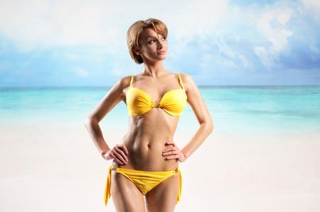 sun drop: Young beautiful woman enjoying the sun on the beach