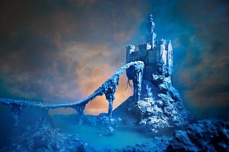 Oud kasteel op de heuvel Stockfoto