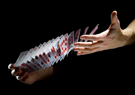 Dek van kaarten in de handen