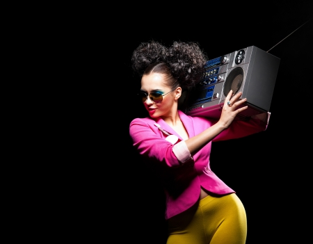 Dancing meisje met een tape-recorder Stockfoto