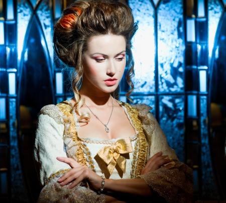 vestidos de epoca: Triste dama en un vestido de fiesta