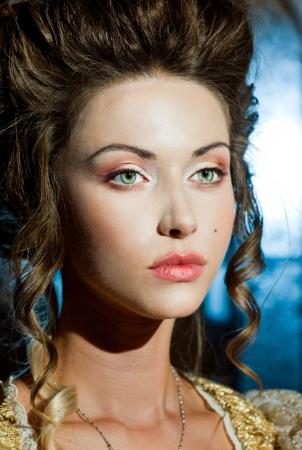 vestidos de epoca: Cara linda de la señora joven