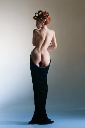 mujer desnuda de espalda: Hermoso cuerpo de la joven