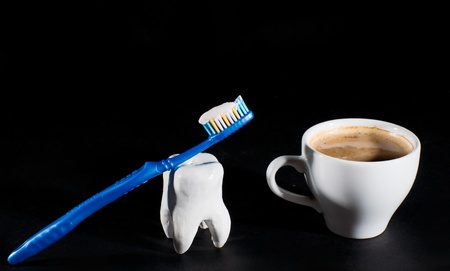 Cup of coffee and tooth with toothbrush Reklamní fotografie
