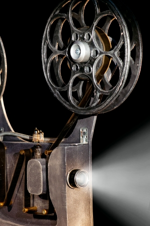 cinema old: Proiettore di film con la pellicola