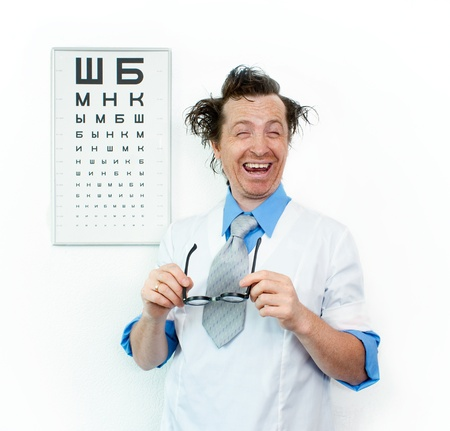 oculista: Oculista divertido con los ojos cerrados Foto de archivo