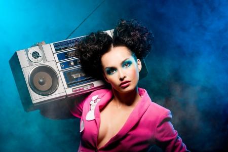 Meisje met een bandrecorder in de disco Stockfoto