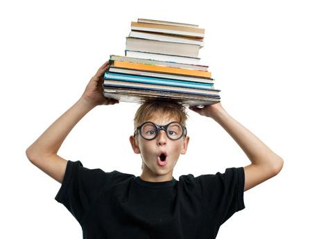 astonishment: Asombro colegial con libros sobre su cabeza
