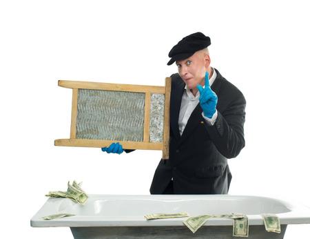 spuria: Riciclatori di denaro l'uomo nel bagno