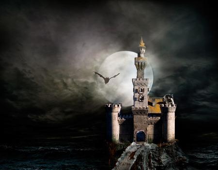 Oude fantasie kasteel met vleermuis Stockfoto