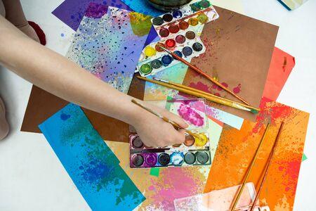 cuadros abstractos: Pinturas de la acuarela pinceles y pinturas abstractas Foto de archivo