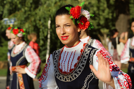 TULCEA, ROMANIA - AUGUST 08: Bulgarian dancer in traditional costume at the International Folklore Festival for Children and Youth - Golden Fish on August 08, 2018 in Tulcea, Romania. Redactioneel
