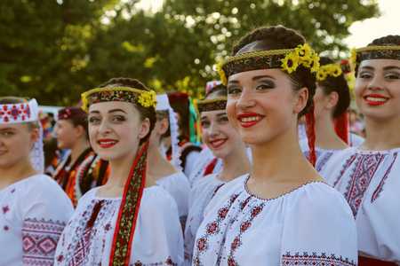 TULCEA, ROMANIA - AUGUST 08: Ukrainian group of dancers in traditional costumes at the International Folklore Festival for Children and Youth - Golden Fish on August 08, 2018 in Tulcea, Romania. Redactioneel