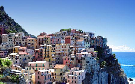 Manarola fishermen village in Cinque Terre, Italy
