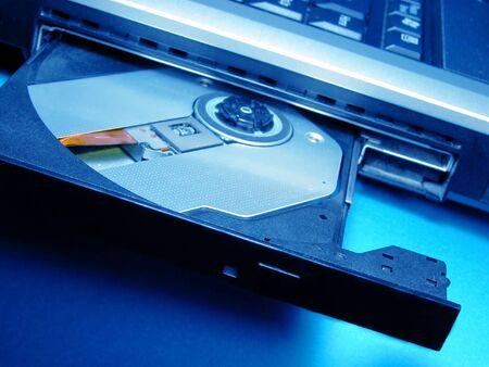 cd rom: CD ROM device.