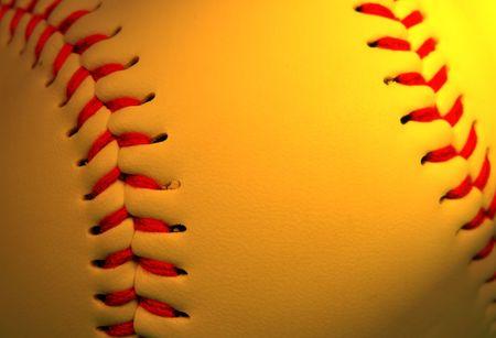 softbol: Extreme close up de b�isbol en una iluminaci�n especial condici�n selectiva se centran en la parte izquierda.