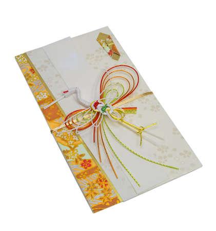 dare soldi: Giapponese festosa busta su sfondo bianco isolato con clipping path.Used di dare soldi in occasioni speciali (matrimoni, Capodanno, festa) Archivio Fotografico