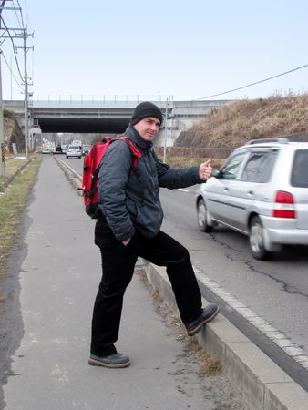 stopping: Hitch-hiking on the roadside.