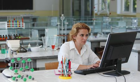 Female researcher working on a computer in a laboratory.