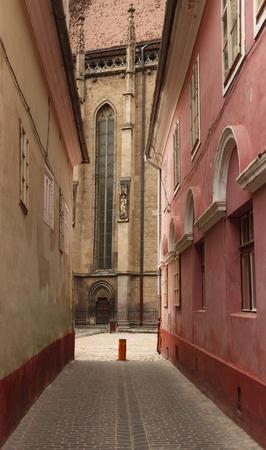 backstreet: Backstreet near the Black Church in Brasov, Transylvania, Romania. Being over 500 years old, the Black Church is the the greatest Gothic church in Transylvania. Stock Photo
