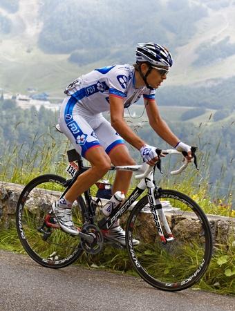 """chilometro: Col d'Abisque, Francia, 15 luglio 2011: L'immagine del ciclista Jeremy Roy (Franaise squadra des Jeux), salendo l'ultimo chilometro del passo categoria H Abisque montagna, durante la 13 � tappa del """"Le Tour de France 2011"""" . Alla fine di questa fase Roy � stato il bes"""