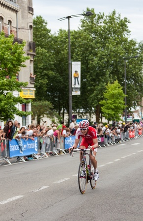 ligne: Saint Quentin, France,July 5th 2011:Image of the Belgian cyclist Jan Ghyselinck (Cofidis le credit en ligne team) sprinting in front of the peloton during the last 450 meters before the fisnish line in Saint Quentin during the 5th stage of Le Tour de Fran