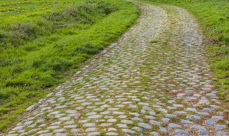 course cycliste: route Cobbelstone situ� dans le Nord de la France pr�s de Lille Sur ces routes chaque ann�e est organis� un des plus c�l�bres v�lo d'une journ�e course Paris-Roubaix