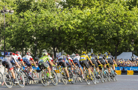 champs elysees: Paris, France - July 24, 2016: Team Sky with Froome in Yellow Jersey in the peloton passing by the Arch de Triomphe on Champs Elysees in Paris during the latest stage of Tour de France 2016. Editorial
