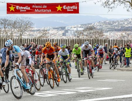 Barcelona, Spain - March27, 2016: The peloton riding during Volta Ciclista a Catalunya, on the top of Montjuic in Bracelona Spain, on March 27, 2016. 新聞圖片