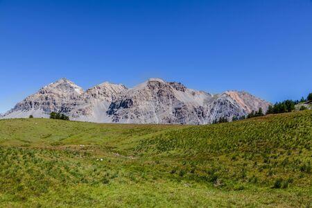 View of Le Rois Mages (Baltazar 3153m, Melchior 2948 m, Gaspard 2808 m , Quatre Soeurs 2587 m) located on Etroite Valley- Hautes-Alpes. Banque d'images
