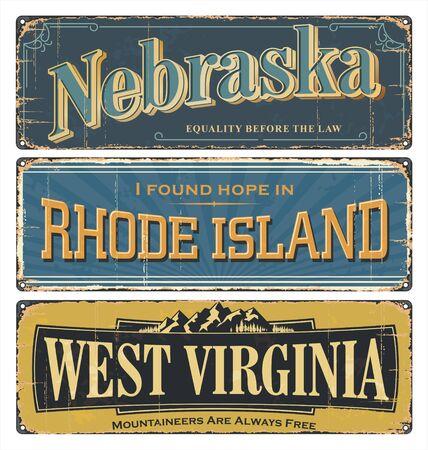 Collection de plaques d'étain vintage avec les États-Unis. État du Nebraska. Rhode Island. Virginie-Occidentale. Tous les États. Souvenirs rétro ou vieux modèles de cartes postales en papier sur fond de rouille. États d'Amérique.