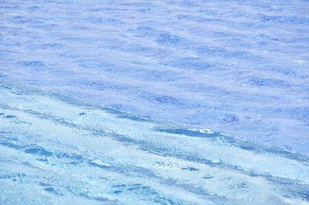 transparente: Fondo Azul Claro ondulación del agua Foto de archivo