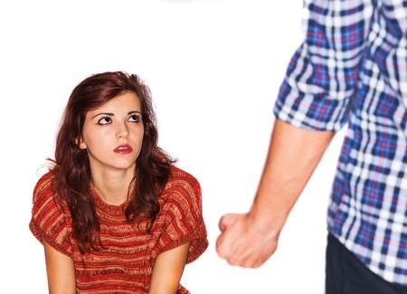 abusing: Un hombre maltrata a su esposa Foto de archivo