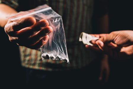 éxtasis: Distribuidor que vende cocaína, éxtasis y otras drogas ilegales