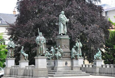 gusanos: Monumento a Lutero en Worms, Alemania