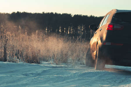 Risky skid of vehicle on slippery icy road in forest. Banque d'images - 157870244
