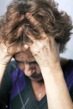 A starší ženy worring