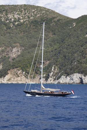 sailing yacht nearby elba italy